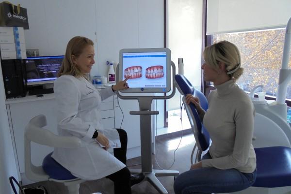 Expertos en Invisalign Barcelona Clinica de Ortodoncia Mariana Sacoto Navia