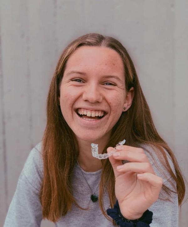 adolescentes Clinica Mariana Sacoto Navia Expertos Invisalign Barcelona Cornella Terrassa